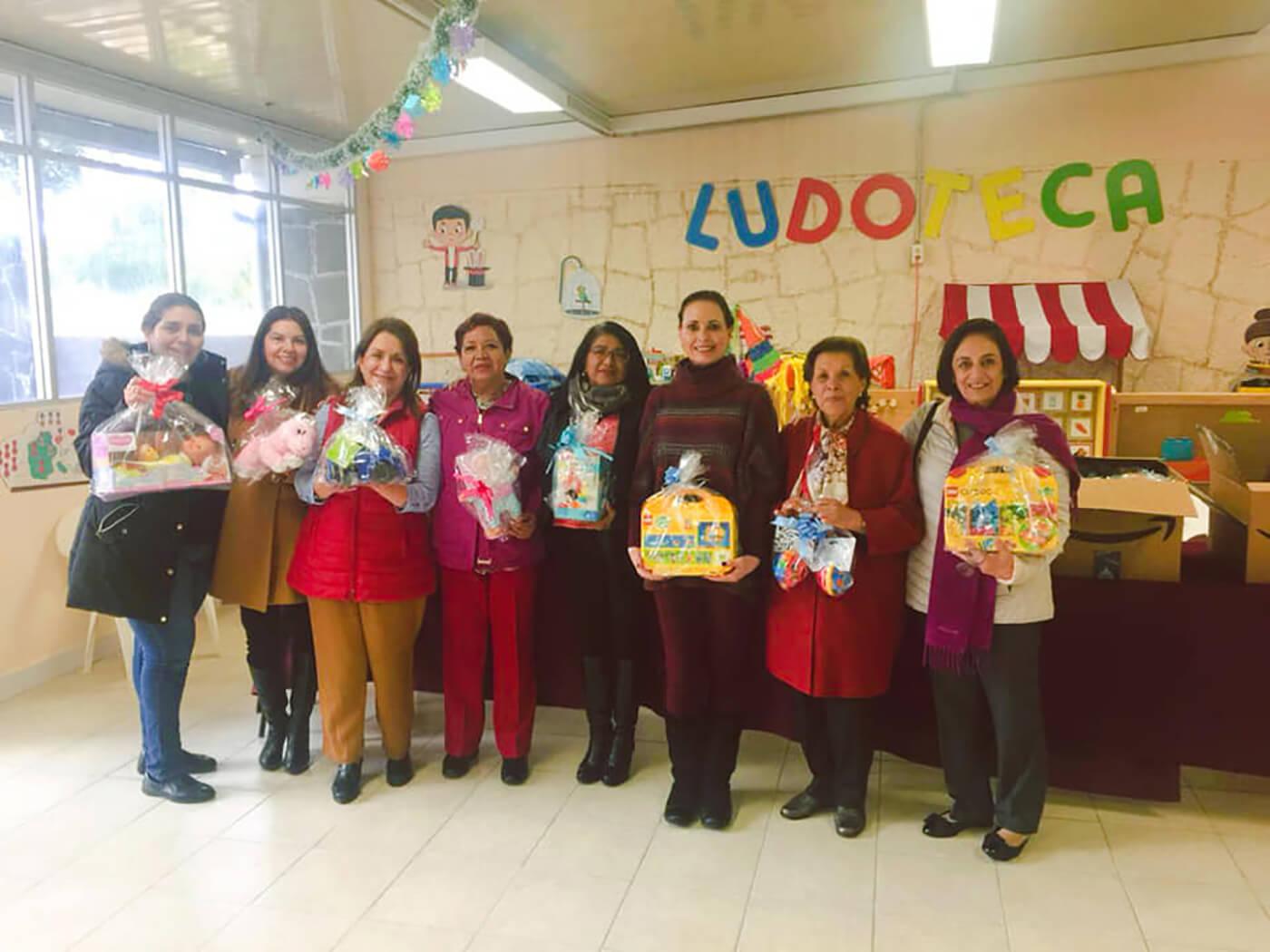 Donación de juguetes a 53 niños del CENDI